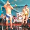 Morena busca votos con bailarines desnudos