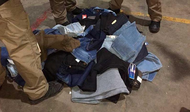 Decomisa PGR 2 mil 500 pantalones de mezclilla de marcas apócrifas
