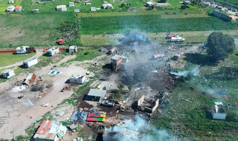 Suman 24 muertos y 49 lesionados por explosiones en talleres de pirotecnia en Tultepec
