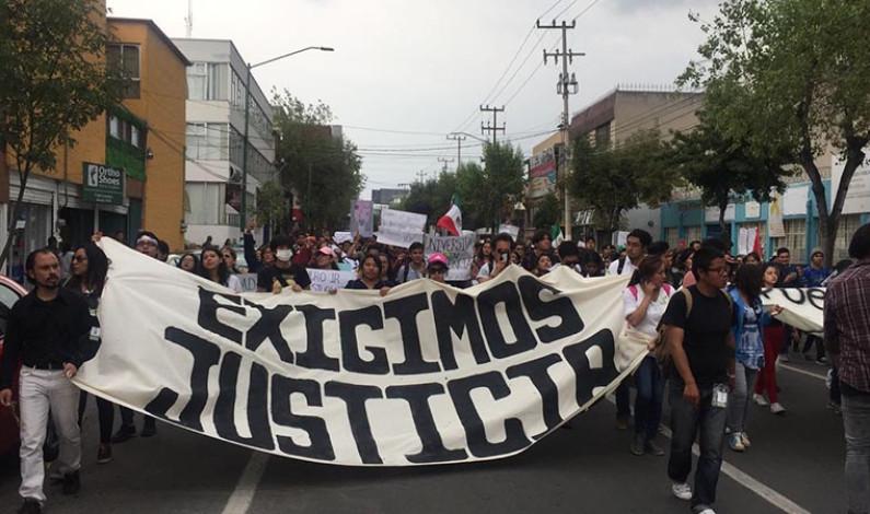 ¡Justicia! Reclaman estudiantes de UAEM y abarrotan calles de Toluca