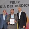 Reconoce el gobernador Del Mazo a los médicos en su día
