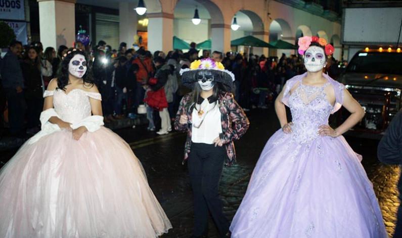 Inundaron catrinas y catrines el Centro Histórico de Toluca
