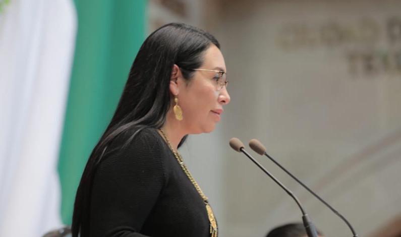 """Llama Azucena Cisneros a evitar """"imposiciones y amago político"""""""