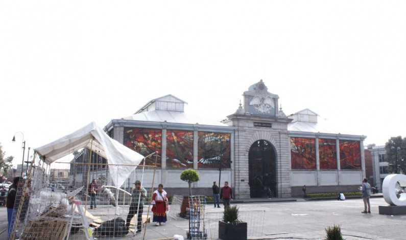 Acusan ambulantes de CONASOC a policía municipal de Toluca de destruir sus puestos