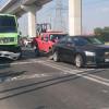 Causa transporte público daños a cuatro vehículos; genera caos vial en Las Torres