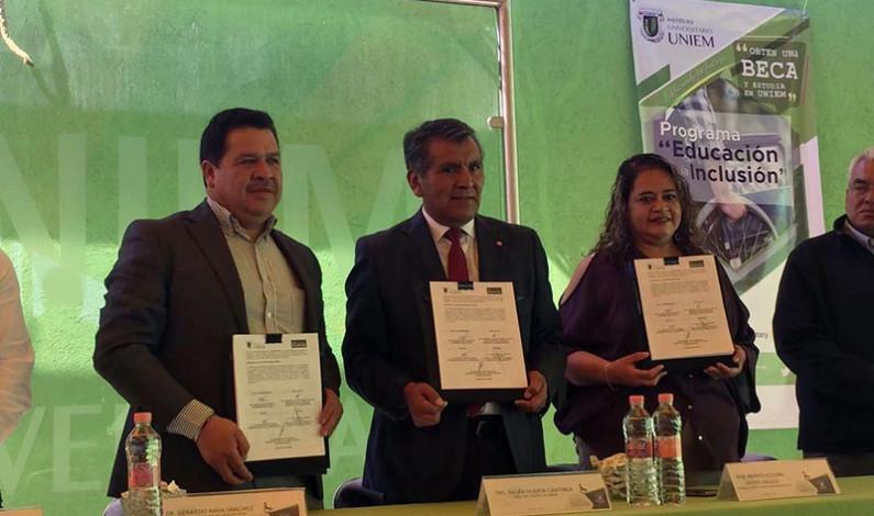 Apoyan a personas con discapacidad Zinacantepec e Instituto Universitario UNIEM