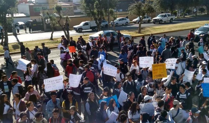 Marchan alumnos para exigir justicia a estudiante atropellado