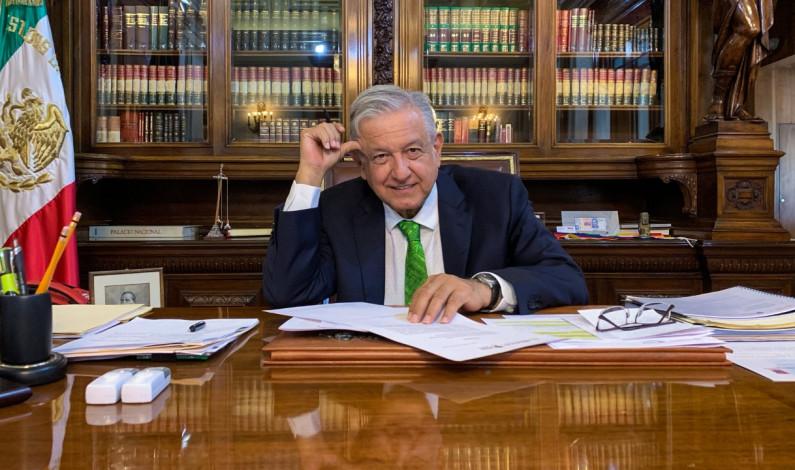 Firma AMLO memorándum para dejar sin efecto la reforma educativa
