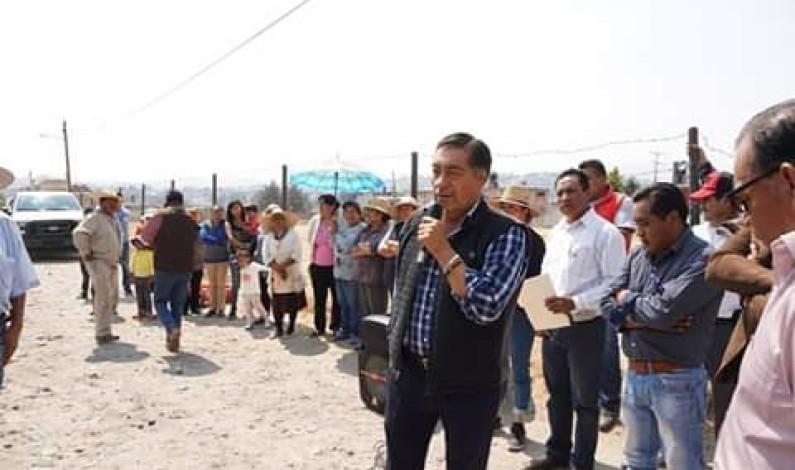 Cumple Almoloya de Juárez con electrificación de comunidades