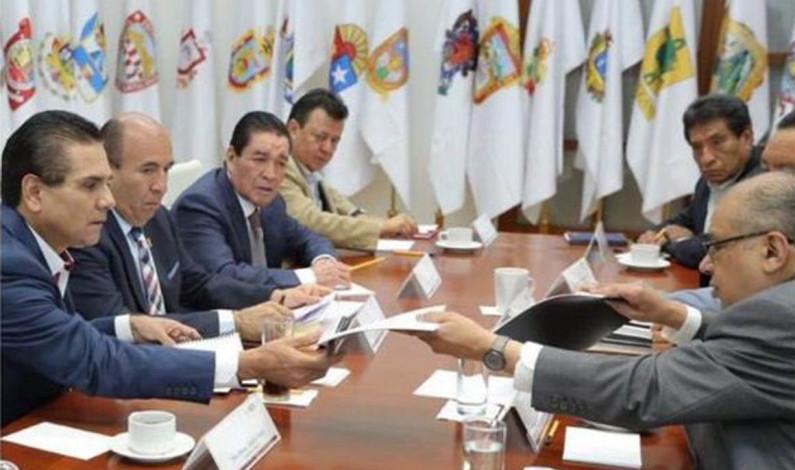 Inicia gobierno de AMLO y Michoacán federalización de la nómina magisterial