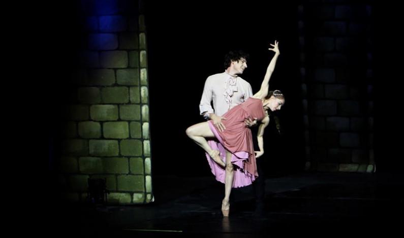 Vibró el Teatro Morelos de Toluca con la puesta en escena de Romeo y Julieta