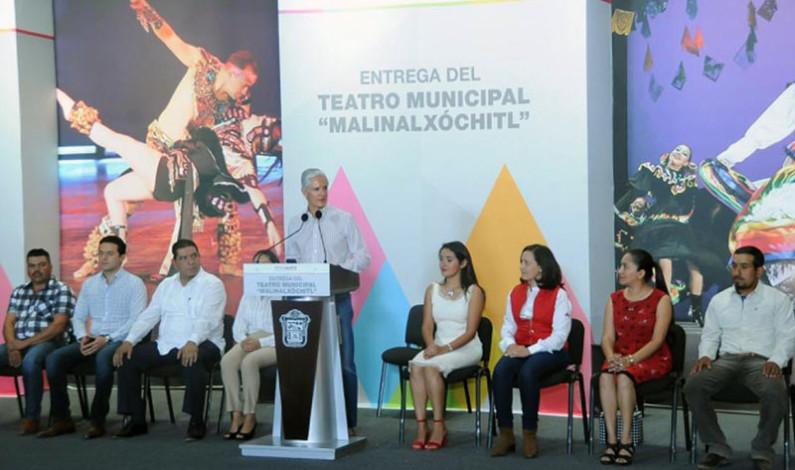 Entrega Del Mazo teatro municipal en Malinalco