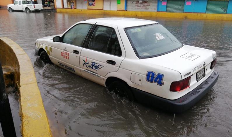 Deja primera lluvia importante taponamientos y encharcamientos, en el Valle de Toluca