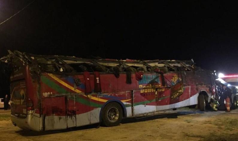 Mueren 17 personas en accidente de autobús en Brasil