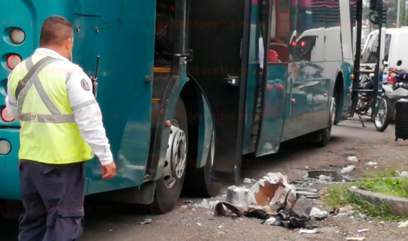 Estalla artefacto explosivo en un autobús de pasajeros en Michoacán