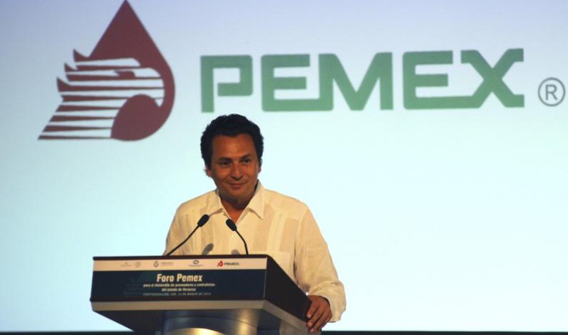 """""""Revés"""" a Fiscalía, ex director de Pemex """"frena"""" legalmente su captura"""