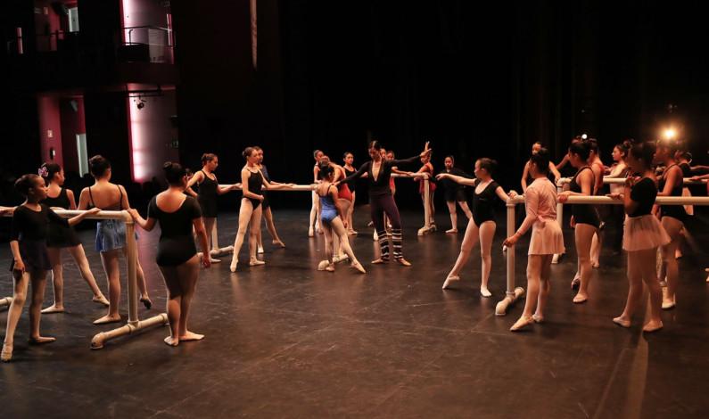 La mejor bailarina del mundo enseña a 40 jovencitas mexiquenses