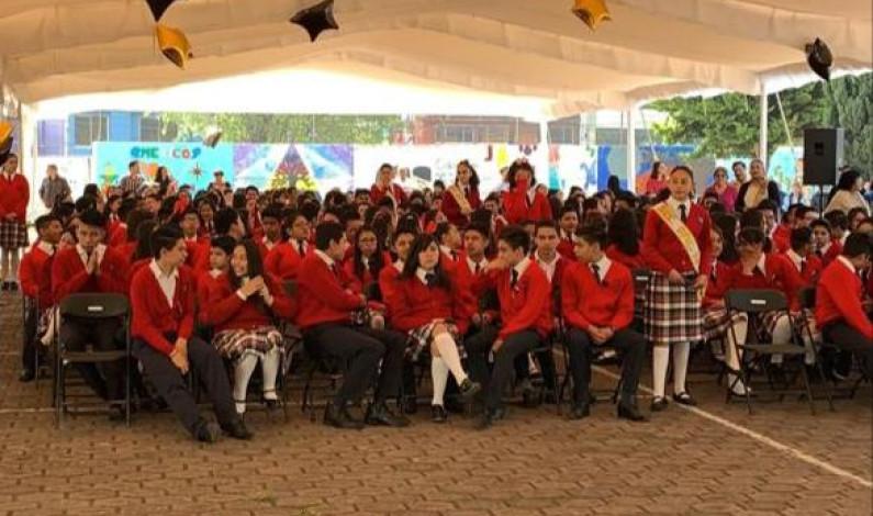 Entregan certificados a alumnos autoridades de Metepec