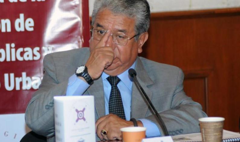 Se duerme regidor Arturo Chavarría en sesión de cabildo