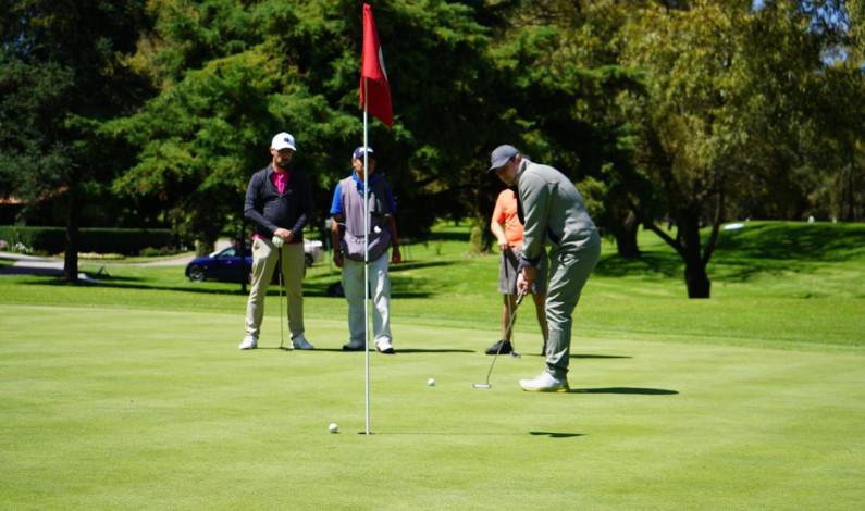 Juegan golf en Metepec por becas para niños y adolescentes