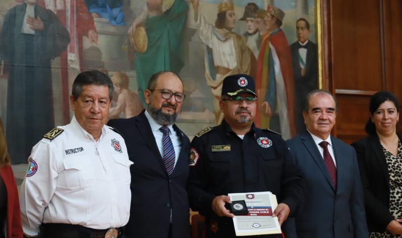 Rinden homenaje diputados a bomberos mexiquenses