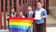 Demandan al gobernador cinco parejas homosexuales porque les negaron matrimonio