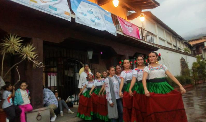 Vivió Valle de Bravo noche de ballet folklórico