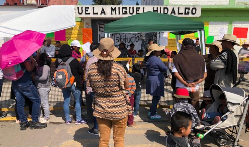 Exigen destituir directo de escuela primaria en Toluca