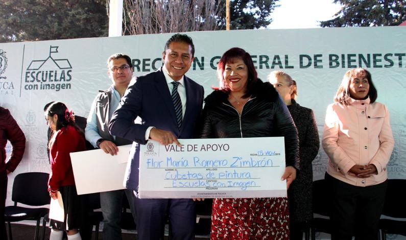 Dignifica Toluca a sus escuelas