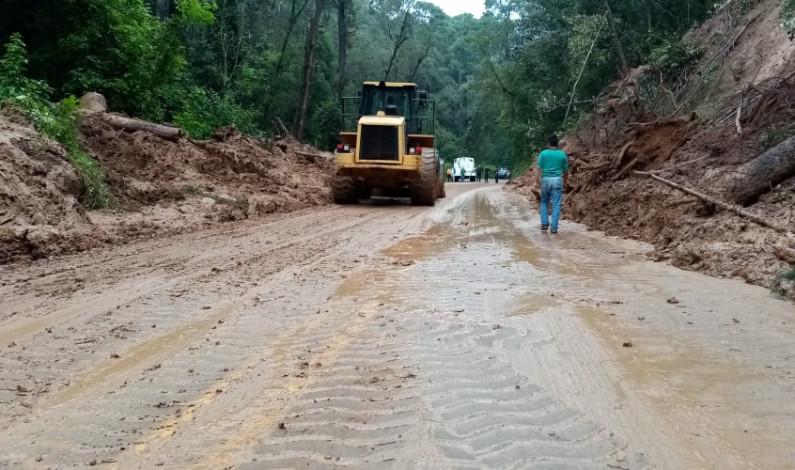 Liberan carretera federal 134 afectada por deslave
