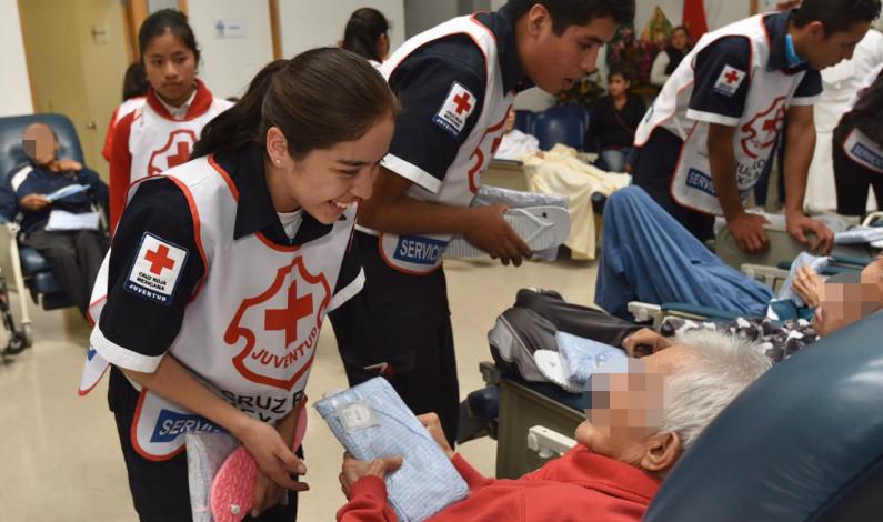 Entrega Cruz Roja ayuda humanitaria a niños y adultos mayores en pobreza extrema