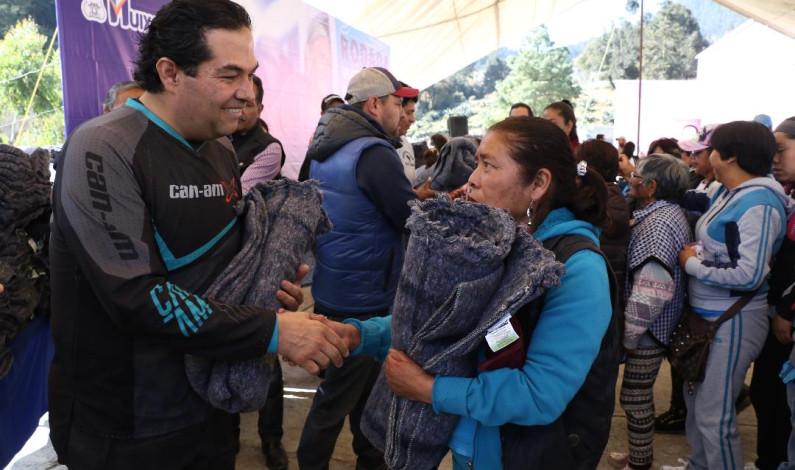 Protege Huixquilucan del frío a personas de escasos recursos