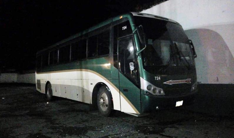 """Secuestran """"estudiantes"""" de Tenería nuevamente autobuses"""