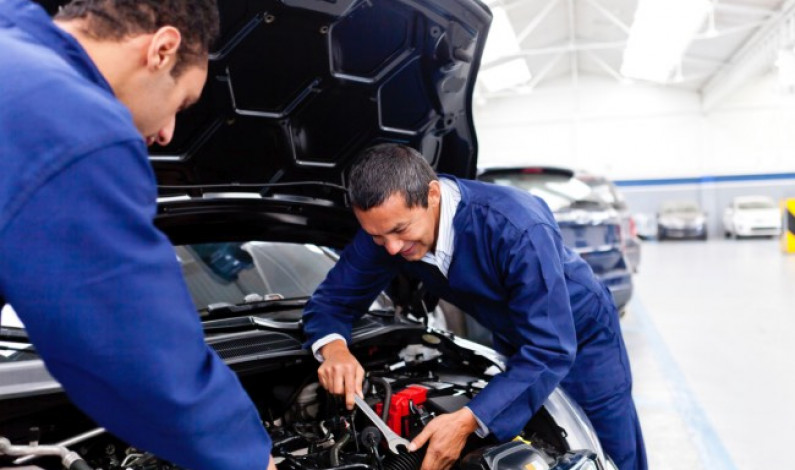 Siguen en operación agencias automotrices en área de mantenimiento