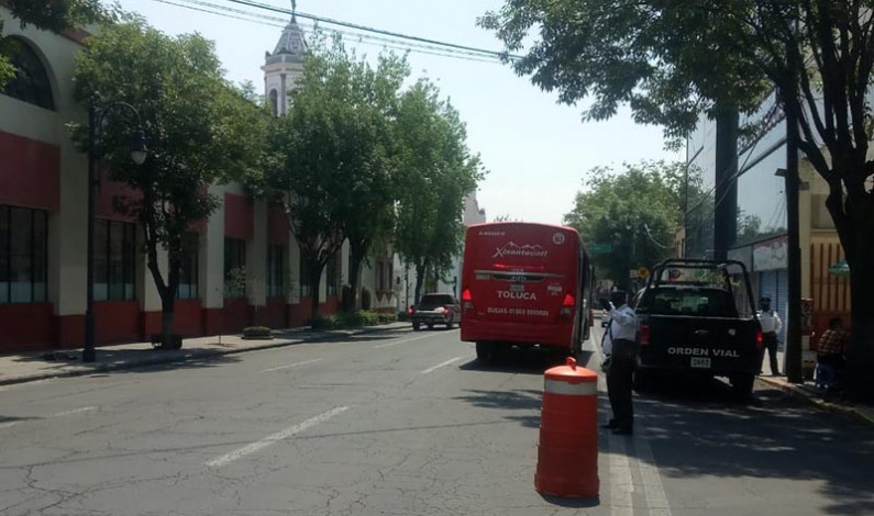 Sancionan autobuses que no respetan carril confinado