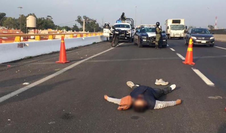 Deja dos muertos y dos heridos balacera por asalto a camión