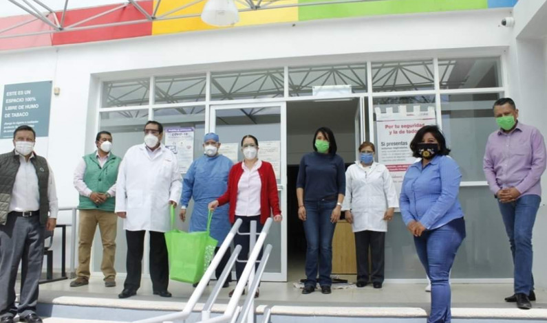 Apoyan con equipo de protección a personal médico