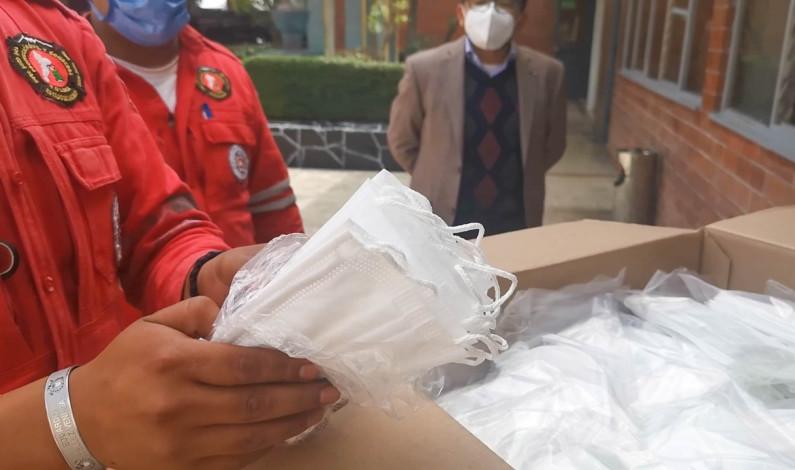 Reciben Bomberos de Toluca cubrebocas de General motors