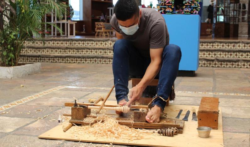"""Preservan tallado de madera con """"violín"""""""