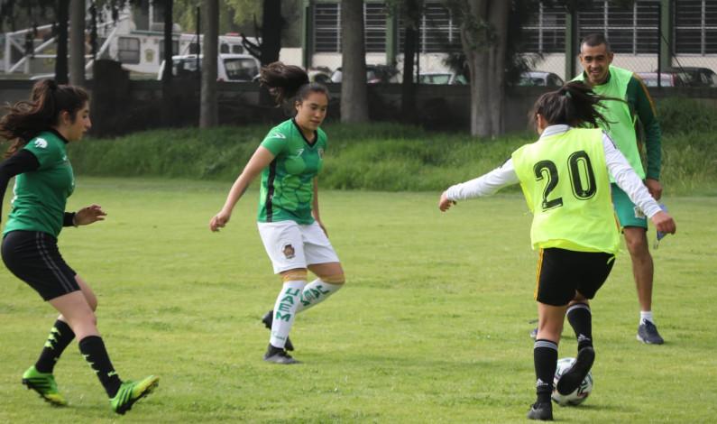 Invitan a jugar en Armenia a futbolista universitaria