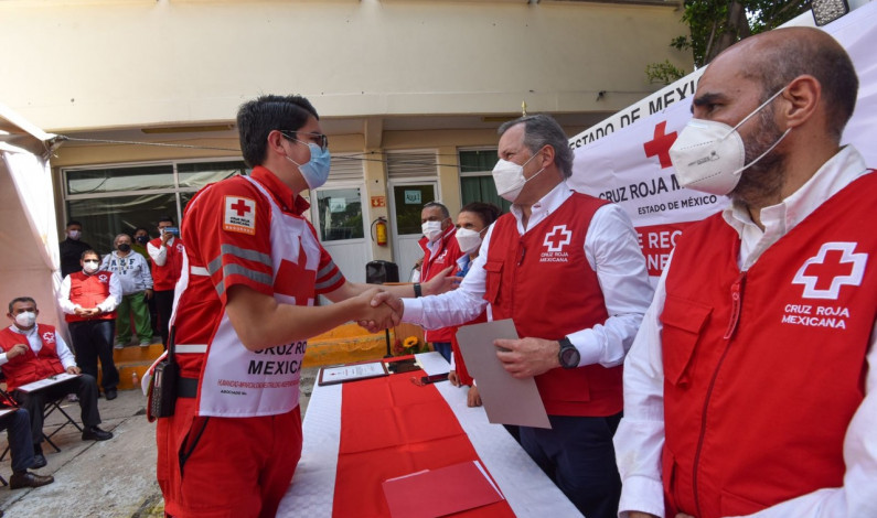 Reconoce Cruz Roja a paramédicos por acciones heroicas